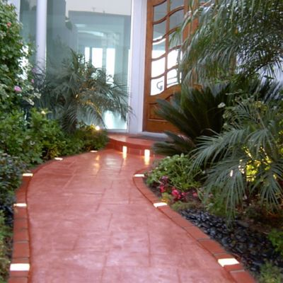 Solar Lit Faux Brick Landscape Edging