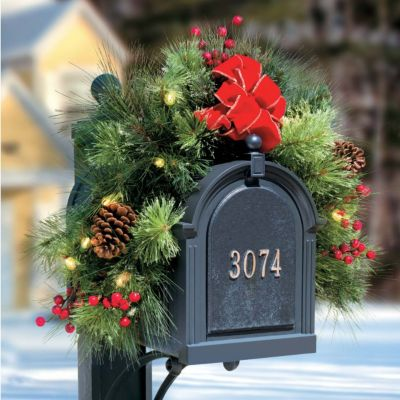 Pre-Lit Classic Lighted Christmas Mailbox Garland