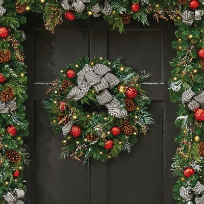 "24"" Pre-Lit Houndstooth Christmas Wreath"