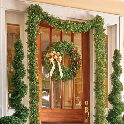 Boxwood Wreath & Garland